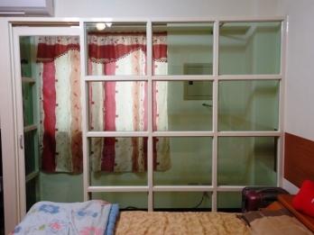 玻璃屋 - 牙色骨架(5m/m綠色強化玻璃 左側加裝吊門)